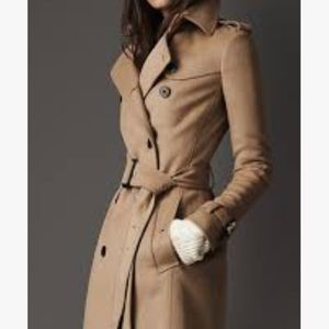 BURBERRY QUEENSBURY BREASTED BELTED COAT.